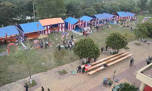 Sinh viên trường Cao đẳng Công nghệ và Thương mại Hà Nội chuẩn bị hội trại