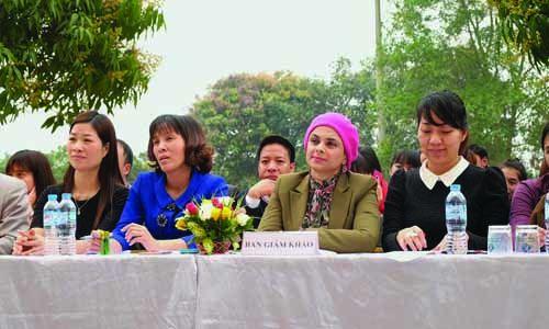 Ban giám khảo cuộc thi Festival Tiếng Anh