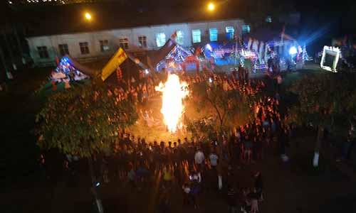 Lửa trại trong đêm hội kỷ niệm ngày thành lập Đoàn