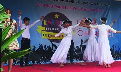 festival-tieng-anh-cao-dang-cong-nghe-thuong-mai-ha-noi-2016-bieu-dien-1