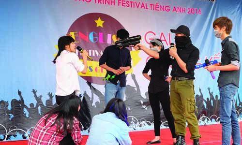 festival-tieng-anh-cao-dang-cong-nghe-thuong-mai-ha-noi-2016-bieu-dien-3