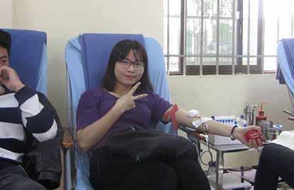 Sinh viên trường Cao đẳng Công nghệ và Thương mại Hà Nội tham gia Chương trình hiến máu tình nguyện năm 2016