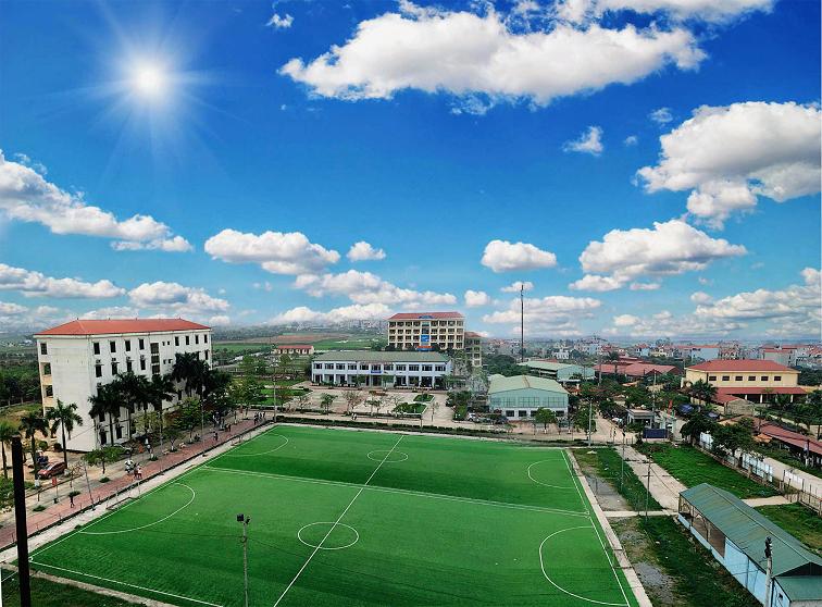 Trường Cao đẳng Công nghệ và Thương mại Hà Nội nhìn từ tòa nhà D