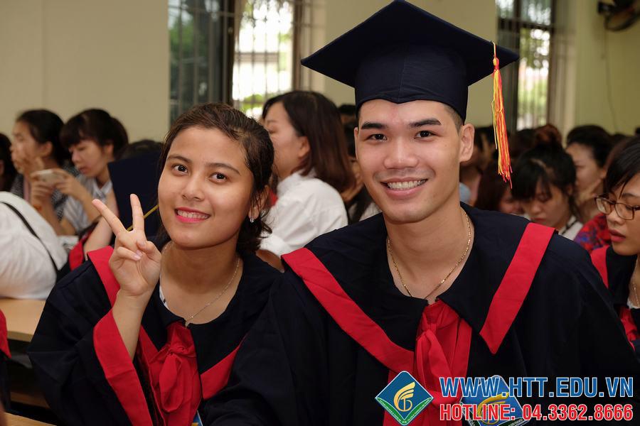 Niềm vui của sinh viên Khóa 6 trong ngày tốt nghiệp
