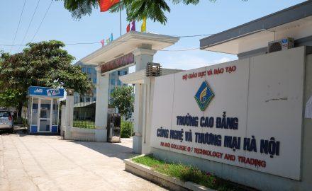 Cổng trường Cao đẳng Công nghệ và Thương mại Hà Nội
