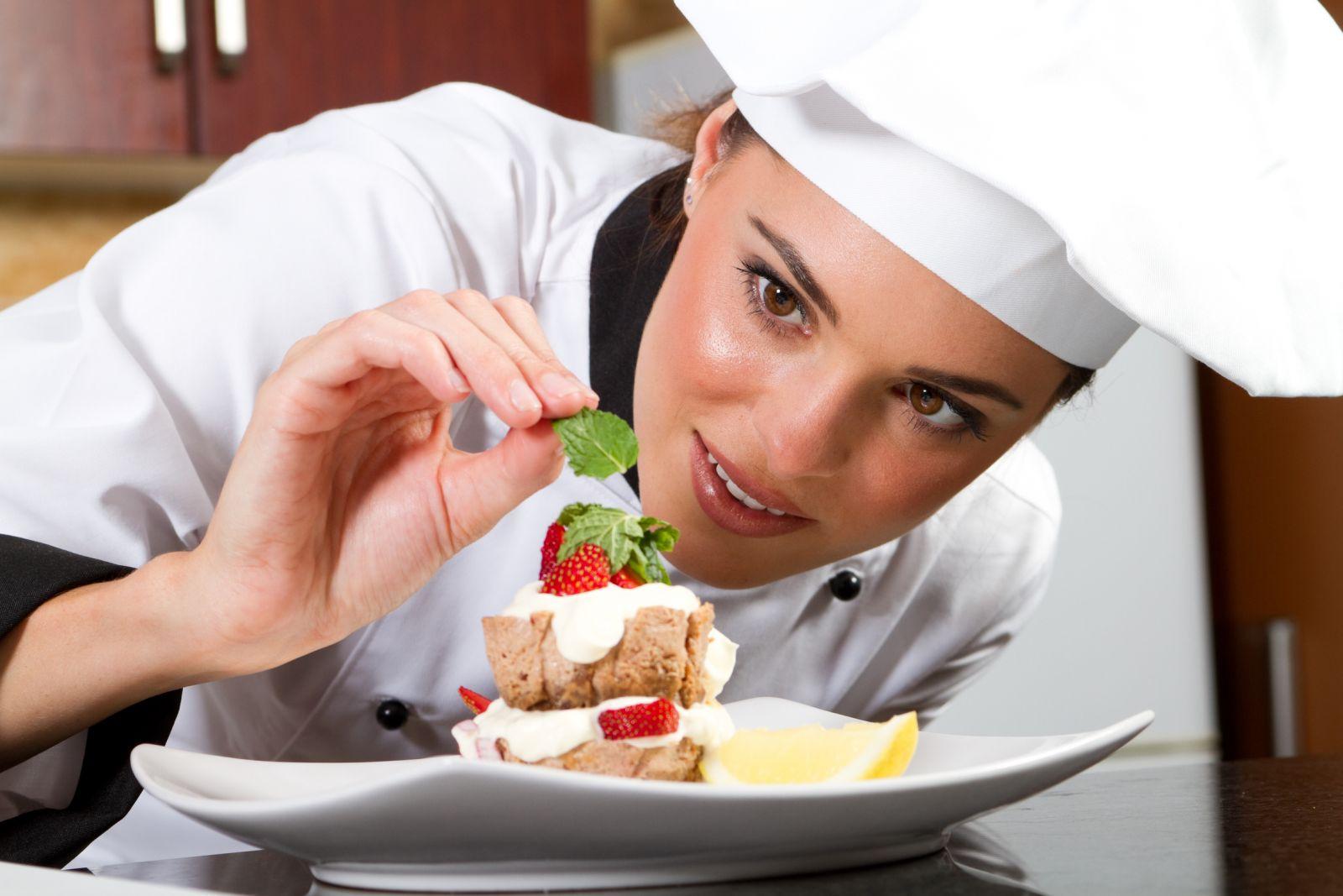 """Quản trị chế biến món ăn là gì ? Ra trường làm công việc gì ? là câu hỏi của hầu hết các thí sinh khi lựa chọn theo nghiệp """"đầu bếp"""""""