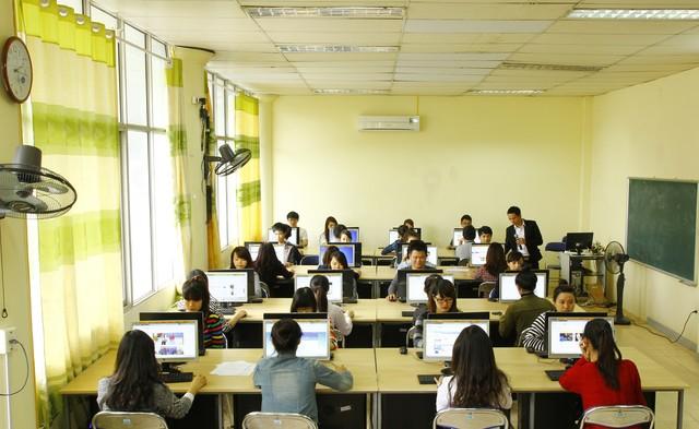 Sinh viên ngành tài chính ngân hàng tại HTT được đào tạo thưc hành thực tế