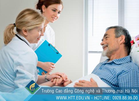 Thực hiện công tác xã hội trong lĩnh vực y tế