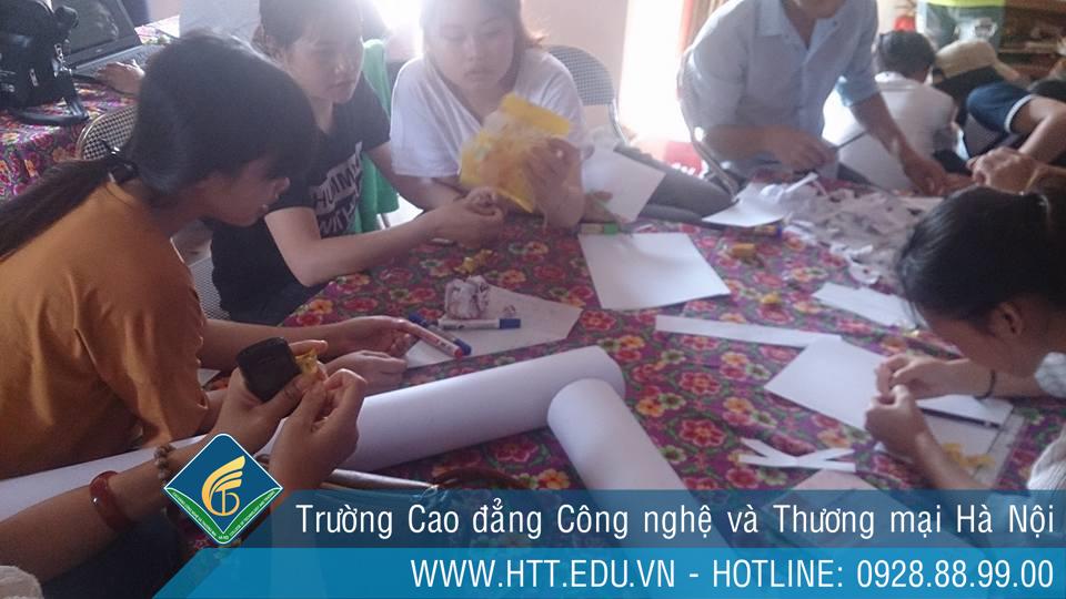 Thực hành phát triển cộng đồng của lớp ngành công tác xã hội k7 - htt.edu.vn