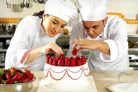 Vi trí trong gian bếp bánh là mong muốn của nhiều sinh viên quản trị chế biến món ăn sau khi ra trường