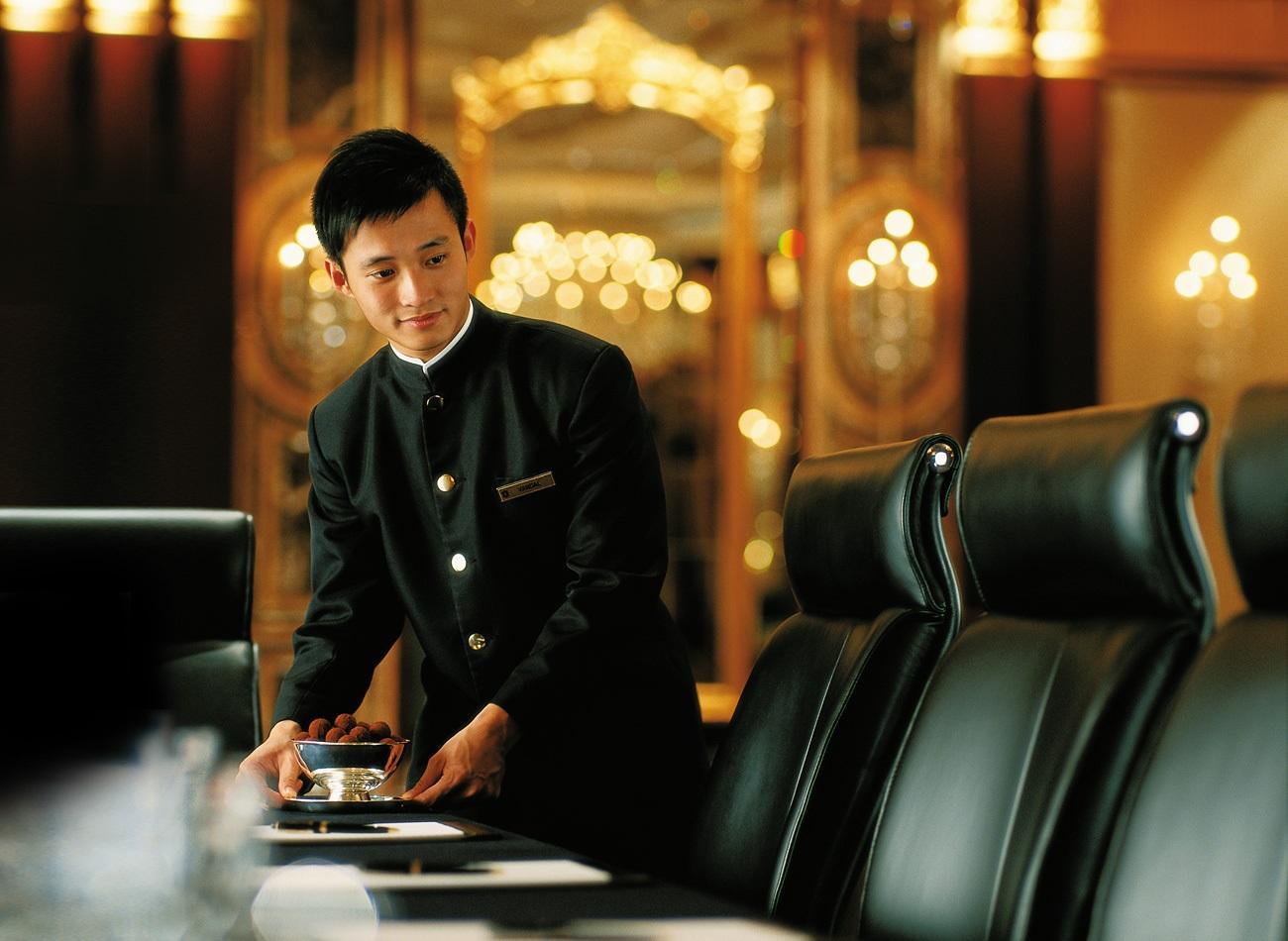 Kết quả hình ảnh cho tuyển dụng nhân sự khách sạn