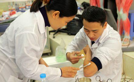 Ngành điều dưỡng học trường nào tốt nhất hiện nay