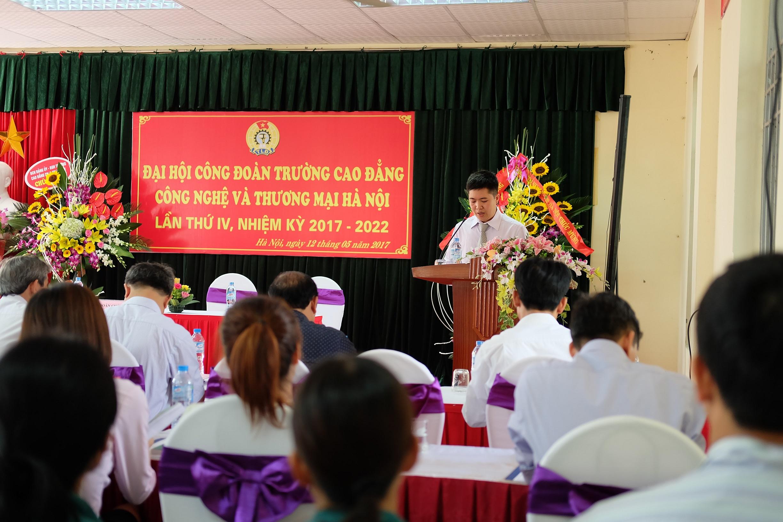 Đồng chí Nguyễn Văn Kết - Phó chủ tịch công đoàn trường CĐ công nghệ và thương mại Hà Nội khai mạc đại hội