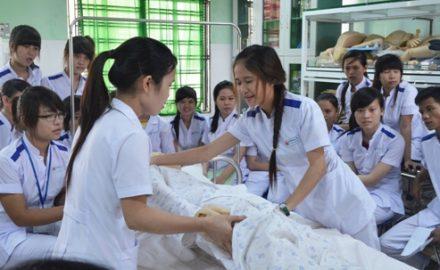 Lựa chọn ngành điều dưỡng ở trường nào tại Hà Nội
