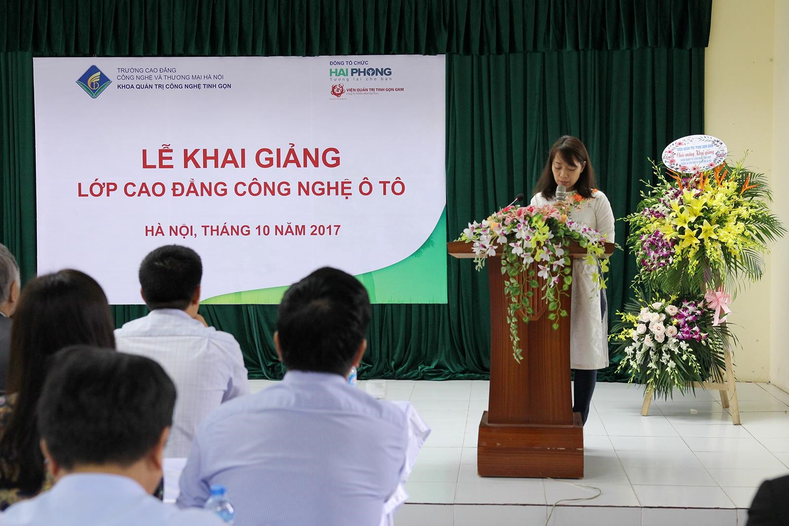Bà Đoàn Thị Thu Hương phát biểu khai giảng