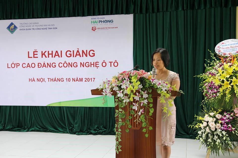 Bà Lê Thị Hương Giang phát biểu chúc mừng