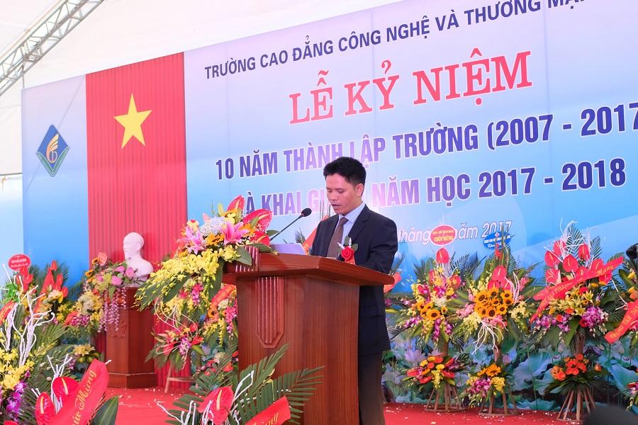 TS. Nguyễn Xuân Sang - Phó hiệu trưởng thường trực nhà trường phát biểu trong lễ khai giảng
