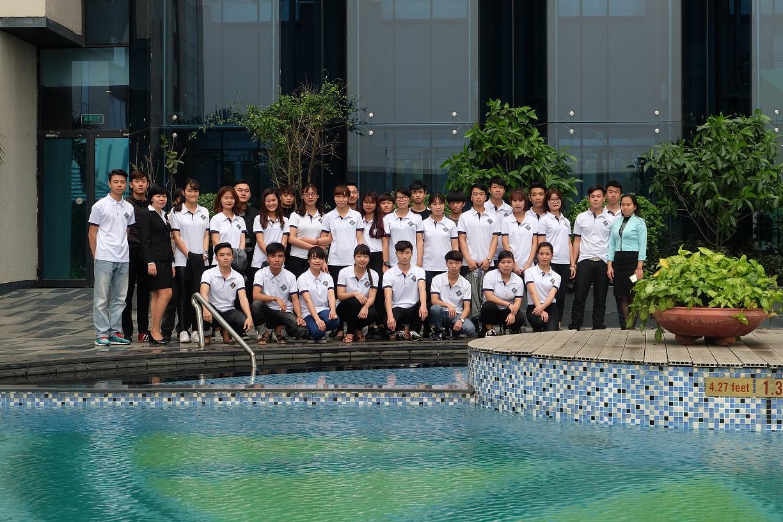 Hình ảnh tại tiết học thực tế của sinh viên ngành Du lịch HTT tại khách sạn Crowne Plaza
