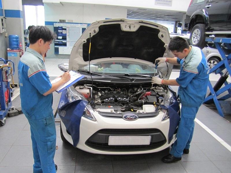 Sinh viên ngành công nghệ kỹ thuật ô tô được thực hành thực tế trong suốt quá trình học