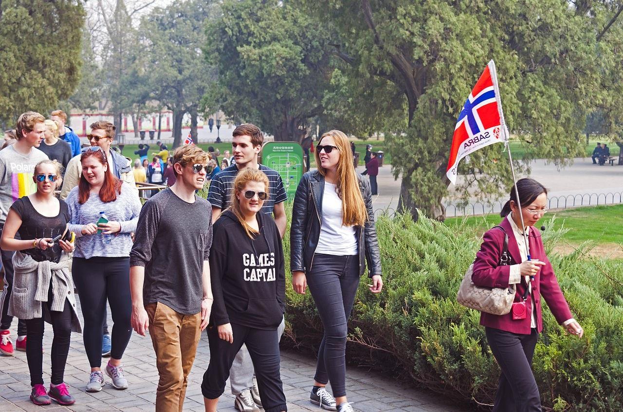 Hướng dẫn viên du lịch là nghề được nhiều bạn trẻ học cao đẳng du lịch lữ hành lựa chọn