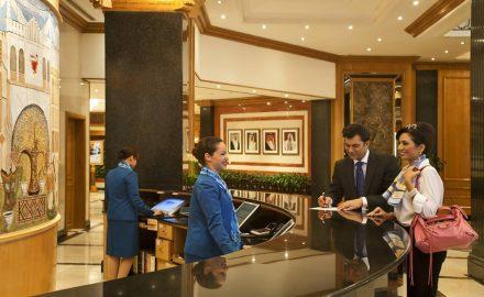 Lễ tân khách sạn với quy trình chuẩn khi check-in khách đoàn (GIT)
