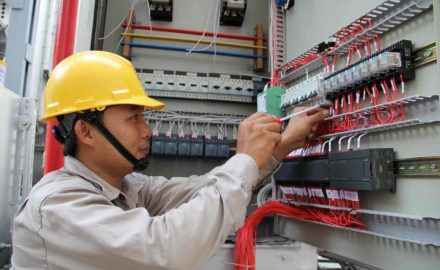 Học cao đẳng điện công nghiệp nắm bắt xu hướng phát triển