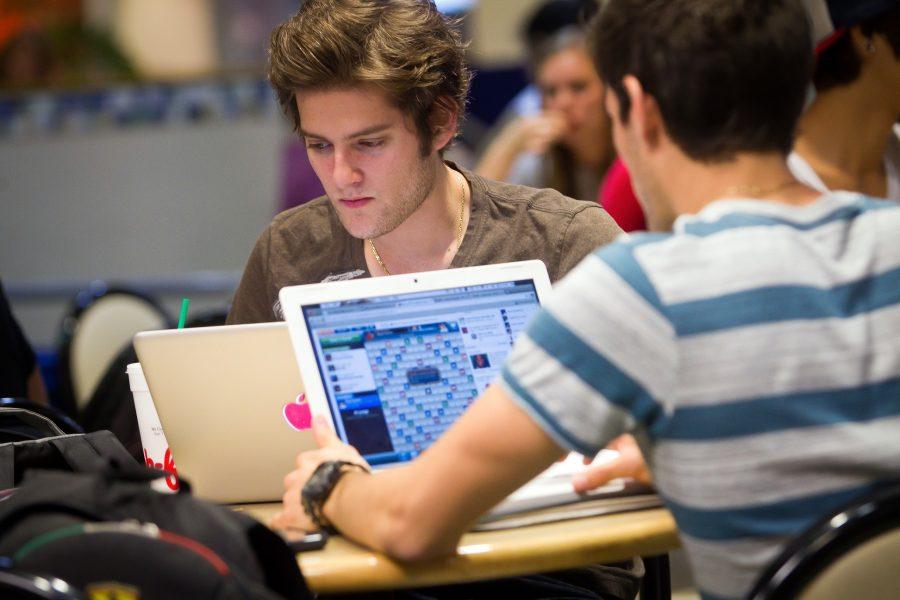 Học cao đẳng công nghệ thông tin giúp bạn có nhiều cơ hội việc làm