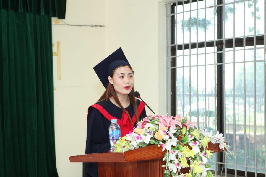 Sinh viên Trần Thị Kiều Trang – sinh viên lớp K8-CTXH phát biểu tại buổi lễ