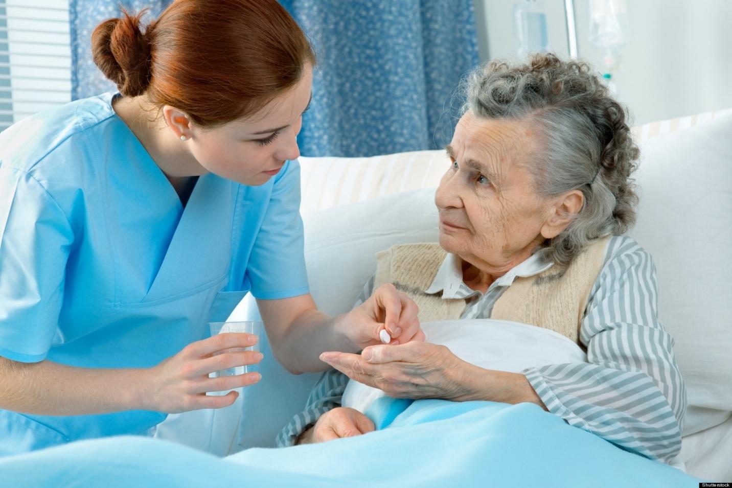 10.000 điều dưỡng viên Việt Nam sẽ đến Nhật Bản trong hai năm tới để giải quyết tình trạng thiếu hụt lao động trong lĩnh vực chăm sóc người già.