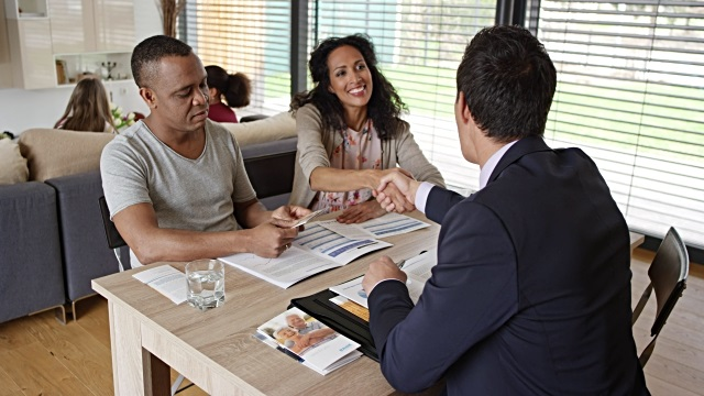 Sinh viên tốt nghiệp ngành Tài chính ngân hàng có cơ hội làm việc trong môi trường chuyên nghiệp và năng động
