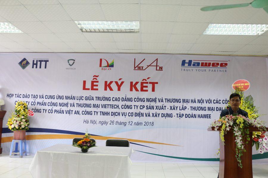 Ông Phạm Mạnh Hùng - Chủ tịch HĐQT, Tông Giám đốc Công ty TNHH dịch vụ cơ điện và xây dựng (tập đoàn HAWEE) phát biểu tại Lễ ký kết