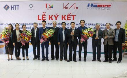 Lễ kí kết hợp tác đào tạo và cung ứng nhân lực giữa HTT và các doanh nghiệp hoạt động trong lĩnh vực điện – điện tử