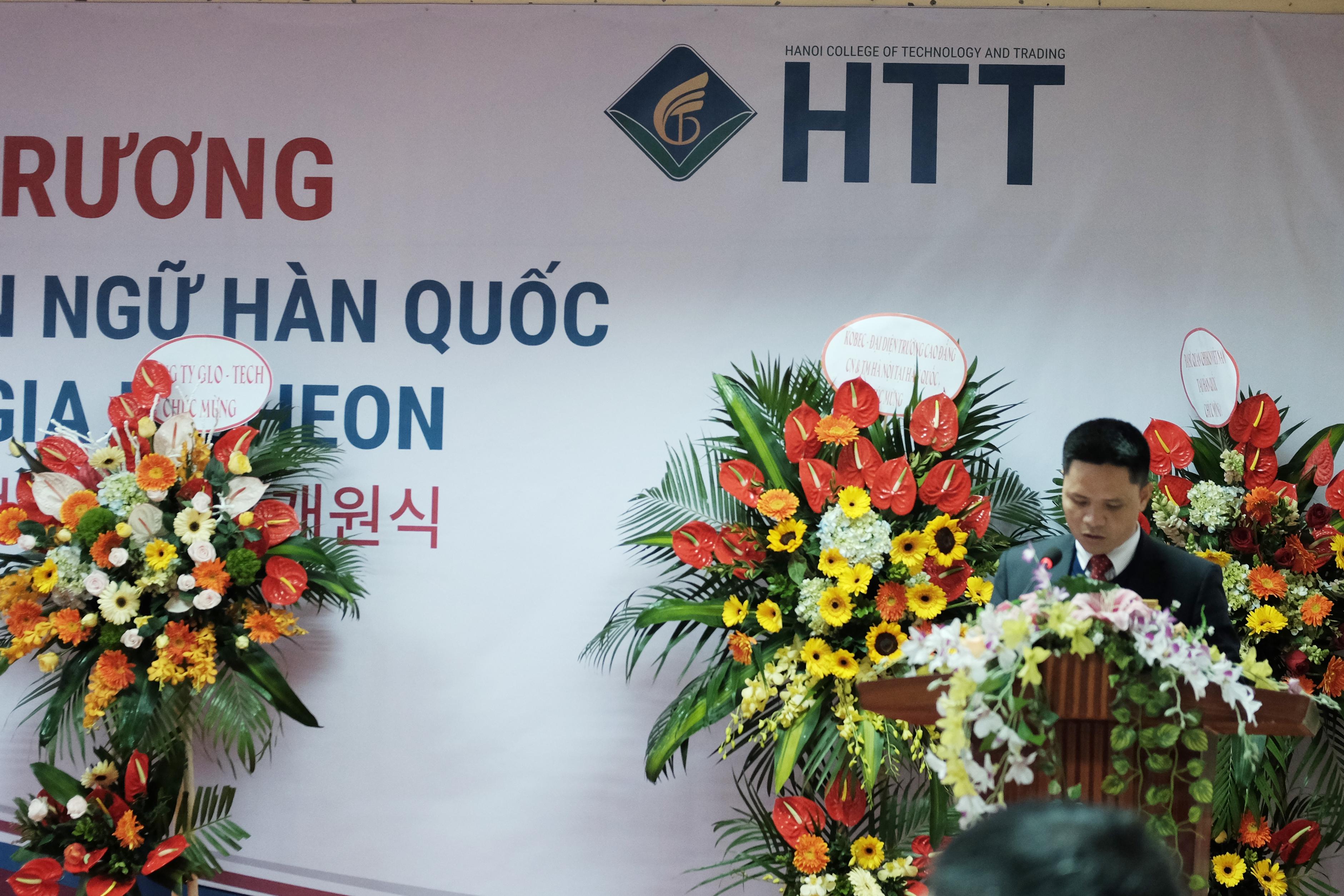 TS. Nguyễn Xuân Sang - Hiệu trưởng Nhà trường phát biểu tại Lễ khai trương