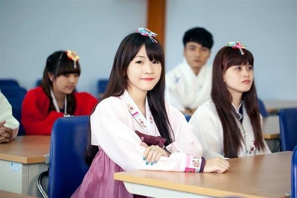 Ngành ngôn ngữ Hàn được nhiều bạn trẻ theo học bởi cơ hội việc làm hấp dẫn và mức thu nhập cao