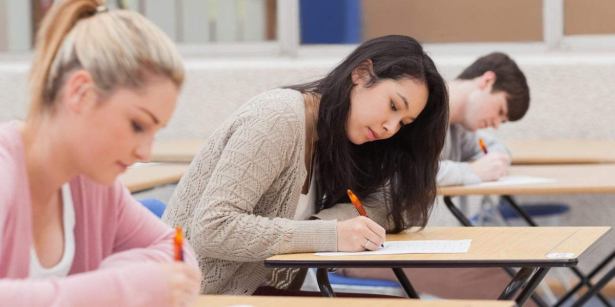 Đọc kỹ đề thi và chuẩn bị đầy đủ các dụng cụ cho từng môn thi sẽ giúp các thí sinh tự tin khi vào phòng thi