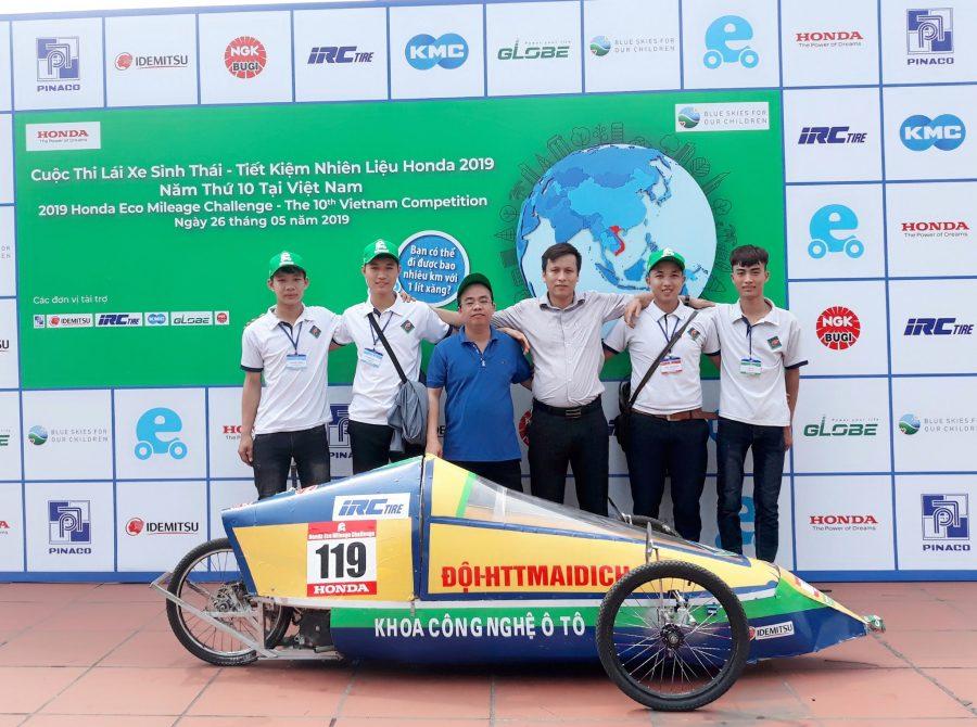 Sinh viên ngành Công nghệ ô tô với cuộc thi lái xe sinh thái 2019