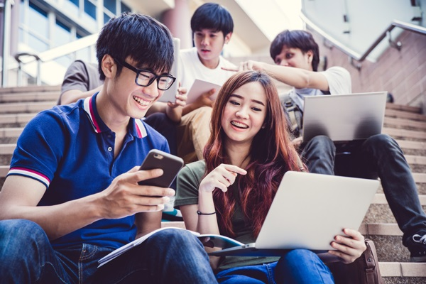 Học cao đẳng ngôn ngữ Anh giúp bạn trở thành công dân toàn cầu có cơ hội làm việc tại môi trường chuyên nghiệp với mức lương hấp dẫn