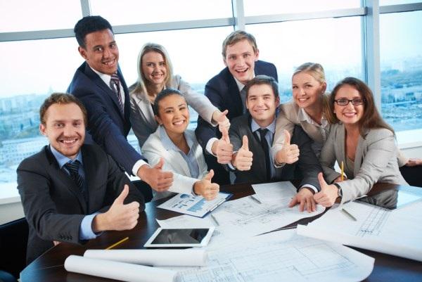 Tốt nghiệp cử nhân ngôn ngữ Anh có cơ hội làm việc tại các tập đoàn đa quốc gia, các tổ chức phi chỉnh phủ với môi trường làm việc chuyên nghiệp