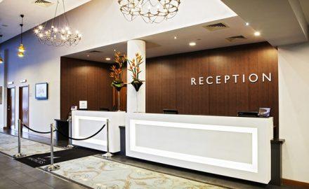 Lễ tân khách sạn làm công việc gì ?