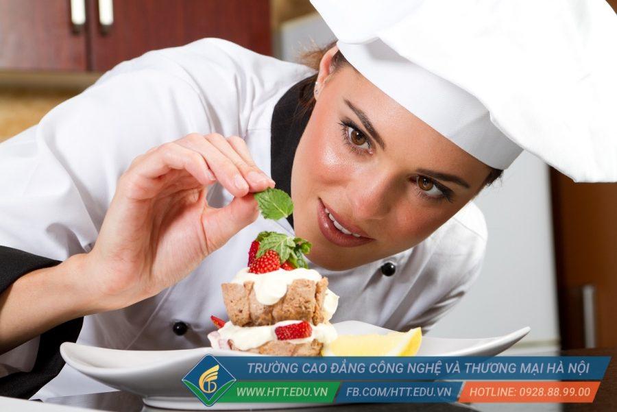 Sự khéo léo và tỉ mỉ giúp ích rất nhiều cho sinh viên Kỹ thuật chế biến món ăn trong quá trình học