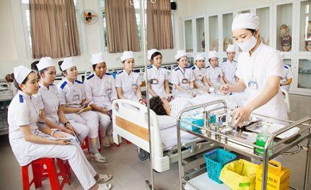 Chương trình học điều dưỡng Cao đẳng công nghệ và Thương mại Hà Nội