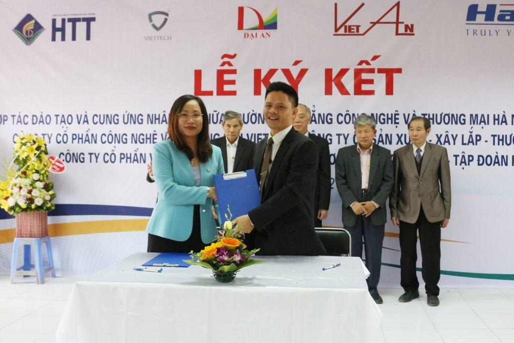Trường cao đẳng Công nghệ và Thương mại Hà Nội kết hợp với nhiều doanh nghiệp hàng đầu trong lĩnh vực điện điện tử về đào tạo chất lượng nguồn nhân lực