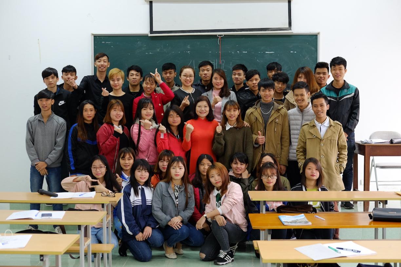 Lớp Học Cùng Giảng Viên Ngành Tiếng Hàn