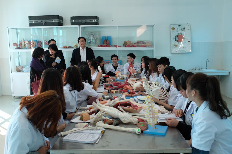 Giáo Sư Ono Thăm Quan Trường Và Lớp Học Chất Lượng Cao