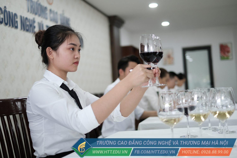 Sinh viên Lường Thị Vân – Lựa chọn học và yêu nghề Quản trị khách sạn