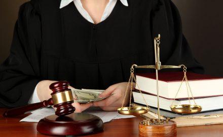 Sôi động thị trường dịch vụ pháp lý ở Việt Nam