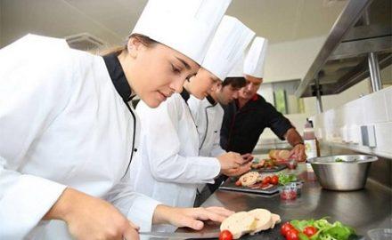 Vì sao học nghề đầu bếp cần biết tiếng Anh ?