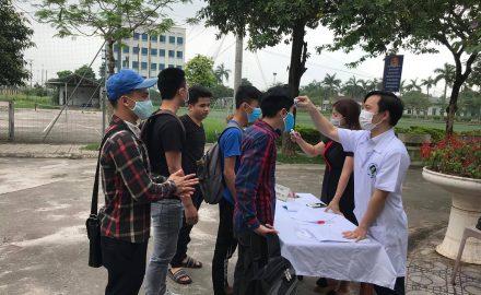 Sinh viên Cao đẳng Công nghệ và Thương mại Hà Nội trở lại trường sau hơn 3 tháng nghỉ phòng dịch Covid-19