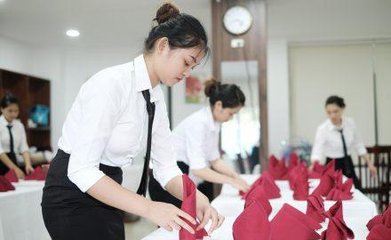 Viện Quản trị Du lịch và Khách sạn tổ chức thi tốt nghiệp cho sinh viên ngành Quản trị khách sạn và Kỹ thuật chế biến món ăn