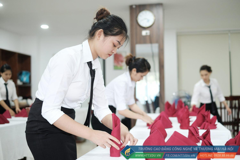 Khoa Khách Sạn – Du Lịch | Bảo Vệ Tốt Nghiệp K12